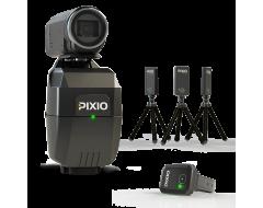 Vue du robot cameraman PIXIO avec la montre PIXIO et les 3 balises.